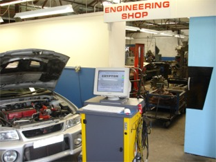 computer diagnostic equipment engine troubleshooting maintenance repair computer reading